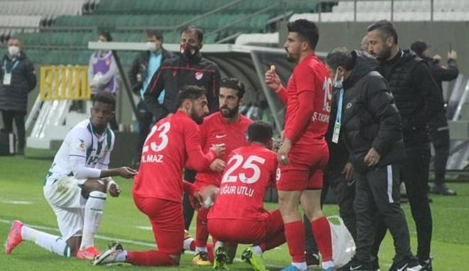 Τουρκία: Ποδοσφαιριστές διέκοψαν αγώνα για να φάνε… σπάζοντας το Ραμαζάνι